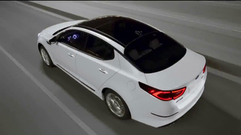 2014 Kia Optima TV Spot, 'A Clean Sweep' - Thumbnail 9