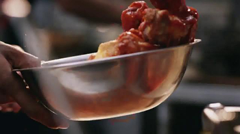 Pizza Hut Wing Street TV Spot, 'TwoPeat' Featuring Scott Van Pelt - Thumbnail 5