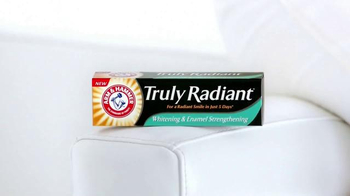 Arm and Hammer Truly Radiant TV Spot, 'Strength, Beauty' Ft. Alison Sweeney - Thumbnail 8