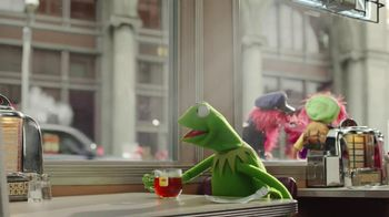 Lipton Tea TV Spot, 'Lipton Helps Kermit' Song by Harry Nilsson - Thumbnail 4