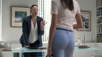 Old Navy Pantalón Pixie TV Spot, 'Entrevista' Con Dascha Polanco [Spanish] - Thumbnail 3