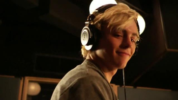 Ring Pop TV Spot, 'Rock that Rock' Featuring R5 - Thumbnail 6