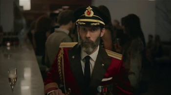 Hotels.com TV Spot, 'Obvious Eye Contact' - Thumbnail 3