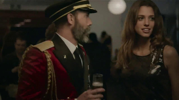 Hotels.com TV Spot, 'Obvious Eye Contact' - Thumbnail 4