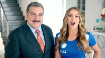 AT&T TV Spot, 'Atractivo' Con Sofía Vergara y Fernando Fiore [Spanish] - Thumbnail 9