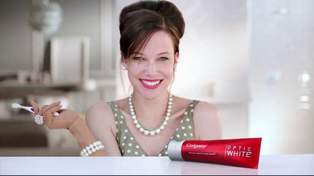 Colgate Optic White TV Commercial, 'Accessories'