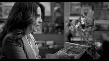 American Express EveryDay Card TV Spot, 'Dryer Sheets' Featuring Tina Fey - Thumbnail 5