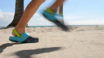 Crocs, Inc. TV Spot, 'Beach Shoes' - Thumbnail 2