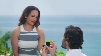 Old Navy TV Spot, 'La Propuesta' Con Judy Reyes [Spanish] - Thumbnail 3