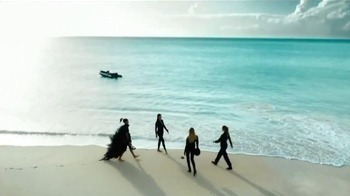 H&M TV Spot, 'Summer Starts Now!' Featuring Doutzen Kroes, Adriana Lima - Thumbnail 5