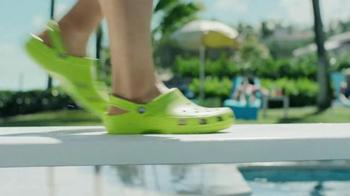 Crocs, Inc. TV Spot, 'Pool Shoes' - Thumbnail 1