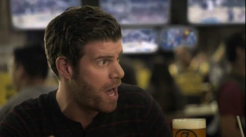 Buffalo Wild Wings TV Spot, 'Hardwood' Featuring Stephen Rannazzisi - Thumbnail 4