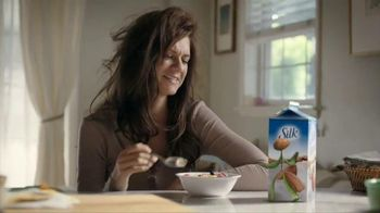Silk Vanilla Almond Milk TV Spot, 'Popular'