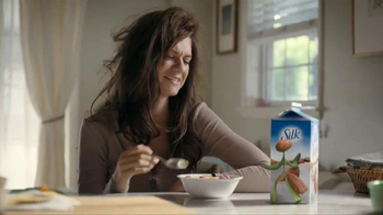Silk Vanilla Almond Milk TV Spot, \'Popular\'