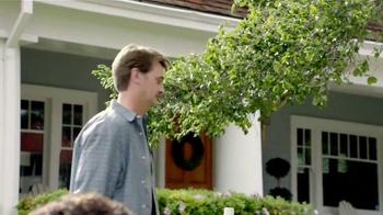 TruGreen TV Spot, 'The Yardleys: Flirt' - Thumbnail 7