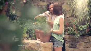 Miracle-Gro TV Spot, 'He Says, She Says' - Thumbnail 6