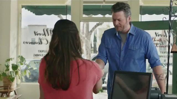 Gildan TV Spot, \'X-Large Pair\' Featuring Blake Shelton
