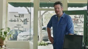 Gildan TV Spot, 'X-Large Pair' Featuring Blake Shelton - Thumbnail 5