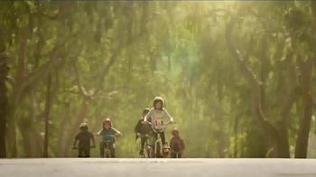 KFC Red Velvet Cake TV Spot, 'Bike' - Thumbnail 4