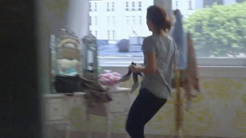 Olay Fresh Effects TV Spot, 'Late for Work' - Thumbnail 4