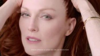 L'Oreal Paris TV Spot, 'Skin Renewal Revolution' Featuring Julianne Moore - Thumbnail 5