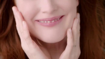 L'Oreal Paris TV Spot, 'Skin Renewal Revolution' Featuring Julianne Moore - Thumbnail 7