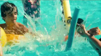 2014 Volkswagen Passat TV Spot, 'Swimming Pool' - Thumbnail 4