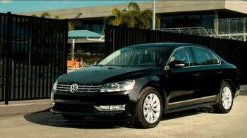 2014 Volkswagen Passat TV Spot, 'Swimming Pool' - Thumbnail 8