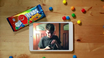 Airheads Bites TV Spot, 'Blue Raspberry Phone Blooper' - Thumbnail 6