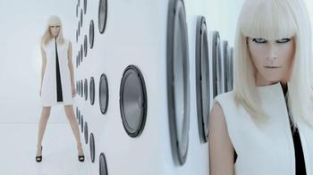 L'Oreal 24-Hour Power Volume Mascara TV Spot Featuring Claudia Schiffer - Thumbnail 1
