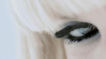 L'Oreal 24-Hour Power Volume Mascara TV Spot Featuring Claudia Schiffer - Thumbnail 9