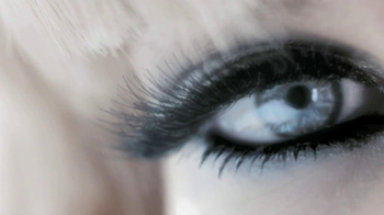 L'Oreal 24-Hour Power Volume Mascara TV Spot Featuring Claudia Schiffer - Thumbnail 4