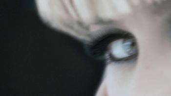 L'Oreal 24-Hour Power Volume Mascara TV Spot Featuring Claudia Schiffer - Thumbnail 7