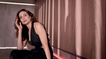 L'Oreal  Revitalift Triple Power TV Spot Featuring Andie MacDowell - Thumbnail 1