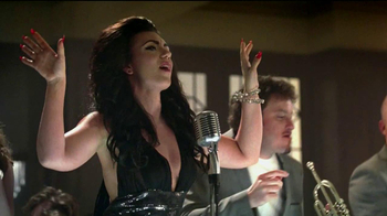 Heineken TV Spot, 'The Switch' Song by Clairy Browne - Thumbnail 8