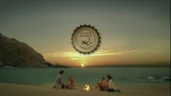 Cerveza Pacifico TV Spot, 'Bottlecap' Song by Alfred Hall - Thumbnail 10