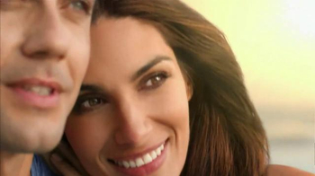 Clairol Nice 'n Easy TV Spot, 'Color Story: Honeymoon' - Thumbnail 2