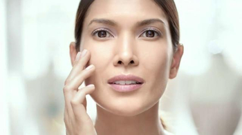 Olay Regenerist Luminous Facial Oil TV Spot, 'Always Brilliant, Never Dull'