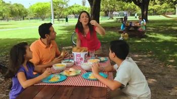 KFC 10-Piece Meal TV Spot, 'Picnic' [Spanish] - Thumbnail 2