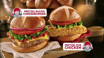 Wendy's Pretzel Bacon Cheeseburger TV Spot Con Jon Secada [Spanish] - Thumbnail 9