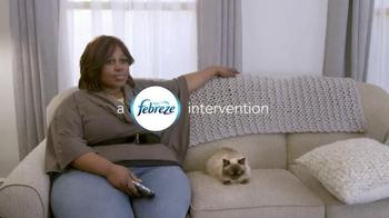 Febreze Fabric Refresher TV Spot, 'Angela's Cat' - Thumbnail 2
