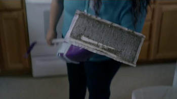 Swiffer WetJet TV Spot, 'Mopping Up Muddy Messes Easy for the Saunders' - Thumbnail 9