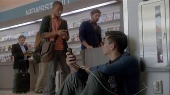 Samsung Galaxy S5 TV Spot, 'Wall Huggers' - Thumbnail 6