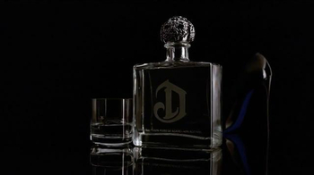 DeLeón Tequila TV Spot, 'Light Bulb' Song by Naomi Scott - Thumbnail 6