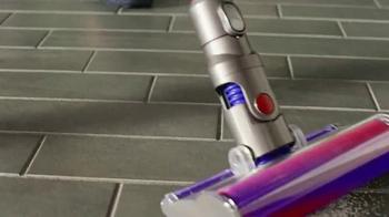 Dyson V6 Cordless Vacuum TV Spot, 'Neighbors' - Thumbnail 5