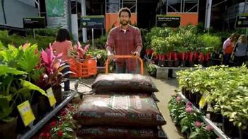The Home Depot Spring Black Friday TV Spot, 'En Todo lo que Hace' [Spanish] - Thumbnail 6