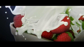 Häagen-Dazs Fruit Collection TV Spot, 'Peaches and Strawberries' - Thumbnail 3