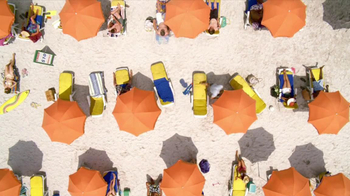 Corona Extra TV Spot, 'Hot Sand' - Thumbnail 6