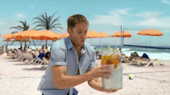 Corona Extra TV Spot, 'Hot Sand' - Thumbnail 9