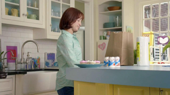 Yoplait Light TV Spot, 'Swapportunity: Cupcakes' - Thumbnail 6